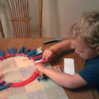 Holiday Clothespin Wreath, Fourth of July Craft, Fun thing to do with kids, Craft with kids, A fun thing to do with kids in CT, A fun thing to do with kids in MA, A fun thing to do with kids in RI
