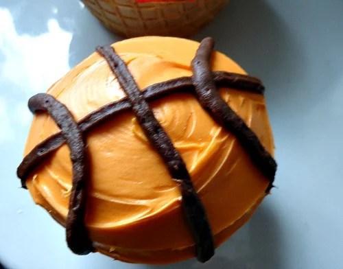 Basketball Dessert - A Fun Food From Kidfriendlythingstodo.com