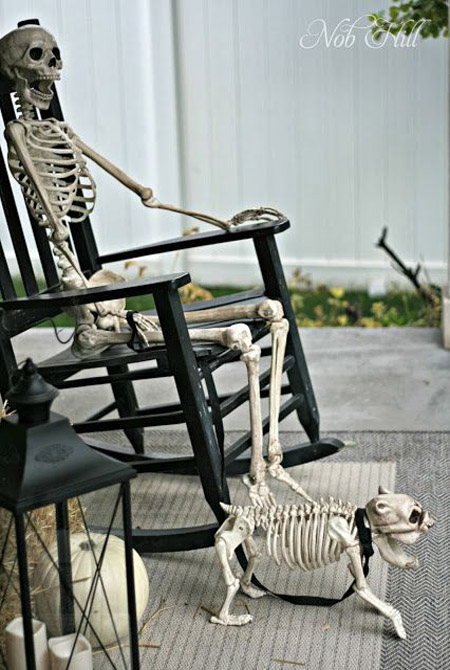 the most hilarious diy skeleton yard displays for halloween decoration wwwkidfriendlythingstodocom - Skeleton Halloween Decoration