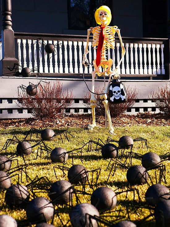 Over 19 Hilarious Skeleton Decorations For Your Yard on