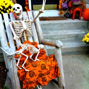 Funny Skeleton Display For Halloween