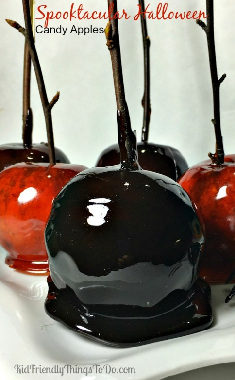 Halloween Candy Apples! So stinking easy to make, and I bet you have all of the ingredients in your kitchen right now! - KidFriendlyThingsToDo.com