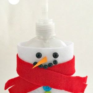 DIY Snowman Soap Dispenser Craft. This is so easy to make, and adds so much fun to the kid's bathroom. KidFriendlyThingsToDo.com