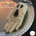 A Simple and Fun Ghost Popcorn Treat - Make this cute ghost, for a fun and easy Halloween Snack for kids! www.kidfriendlythingstodo.com