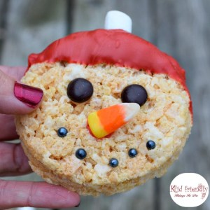 Snowman Rice Krispies Treat for a fun winter or Christmas treat. www.kidfriendlythingstodo.com