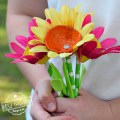 Egg carton flower craft for kids to make. Easy DIY flower craft for kids to make. Perfect for spring, Mother's Day, summer, preschool and school craft! www.kidfriendlythingstodo.com