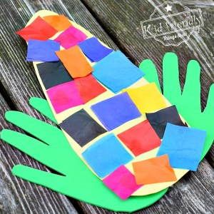 Easy and Sweet Handprint Indian Corn Craft for Kids to Make - Great fall craft for preschool or elementary school - www.kidfriendlythingstodo.com