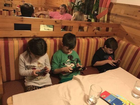 Ето какво преживяват децата, когато един цял ден са без интернет