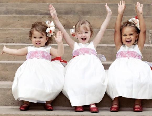 С дете и добри обноски на сватба