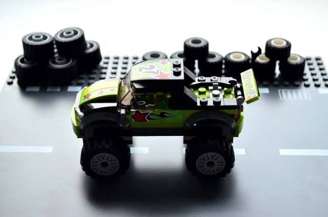 Lego-Monster-Truck-02