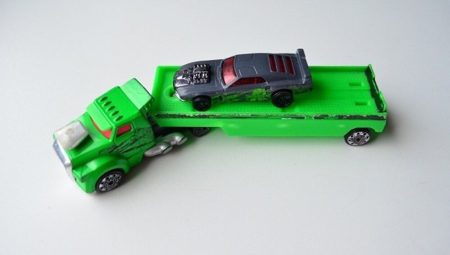 hot-wheels-fright-freighter-transporter-with-car