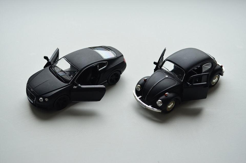 1:36 RMZ City black diecast Bentley and VW Beetle