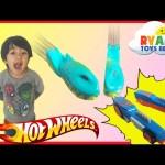 Hot Wheels Split Speeders Blade Raid Track Set Toy Cars Ryan ToysReview