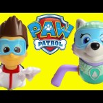 New Paw Patrol Paddlin' Pups Everest and Ryder Swim with Surprises