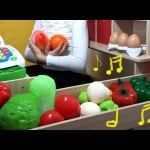 Shopping time, funny time song. Kids playing with fruits and vegetables toys.
