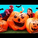 GIANT SURPRISE TOYS PUMPKINS! Surprise Balloons, Disney Blind Bags, Halloween Wild Pets & Candy