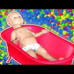 3D BABY Doll Bath Time Learn Colors – Teach Colours for Kids Children Toddlers – Surprise Eggs TV