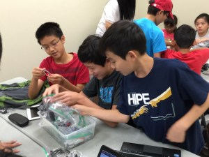 Kids inspecting a loop and building a hook