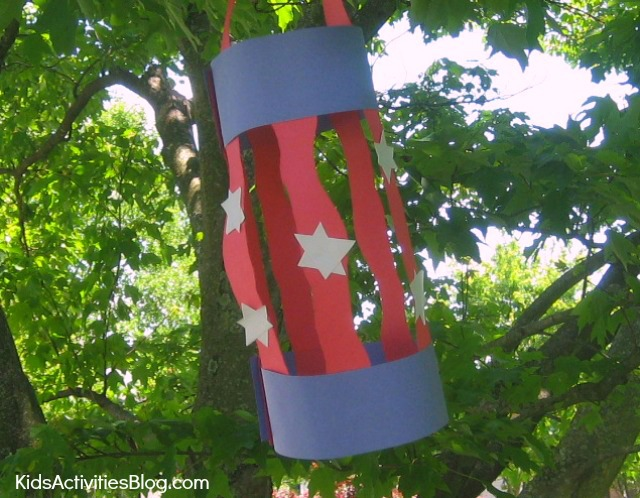 4th of July craft: Make this patriotic craft for kids {easy lantern craft}