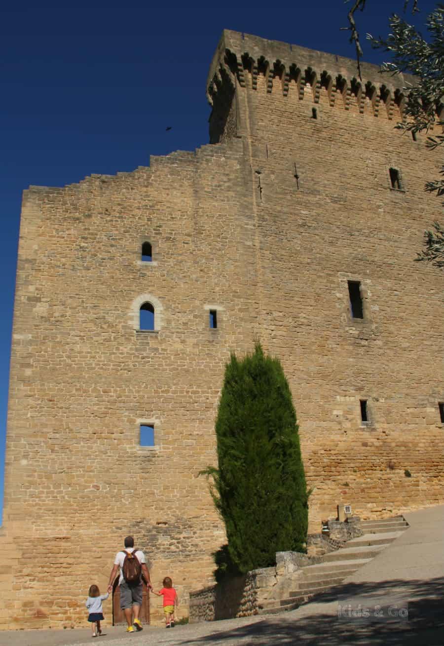 Prowansja z dzieckiem - Zamek w Chateauneuf-du-Pape