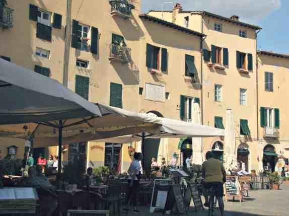 Piazza de Anfiteatro - Lucca
