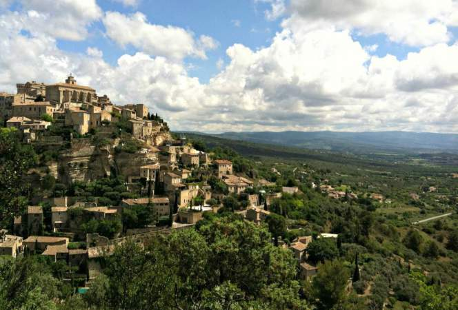 A vacation to France would not be complete without a trip to the south, so be sure to add these beautiful places to visit in Provence to your itinerary. - Kids Are A Trip