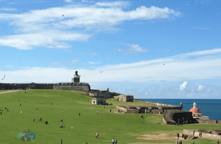 Best things to do with Kids in Puerto Rico Kites at El Morro-Kids Are A Trip