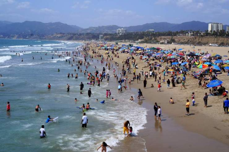 Family Friendly Things to Do in Los Angeles Santa Monica Beach-Kids Are A Trip
