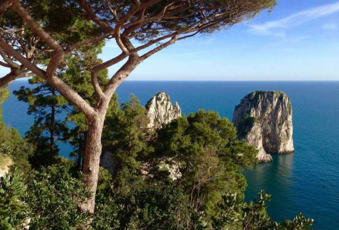 When visiting Italy, a trip to the Amalfi Coast should not be missed. Here's how to visit Sorrento, Capri, and Pompeii with kids (or without). - Kids Are A Trip