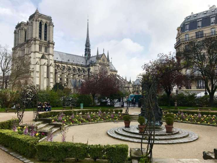 Best Family Tour in Paris-Kids Are A Trip