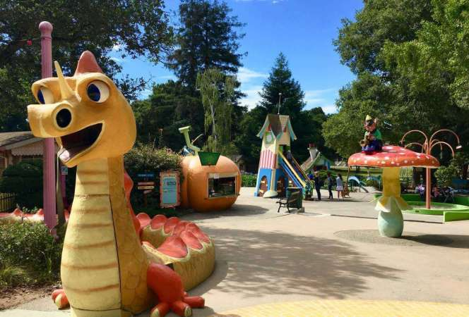 Often overshadowed by its neighbor across the bay, San Francisco, Oakland can proudly stand on its own as a travel destination. Come see our favorite family friendly things to do in Oakland, California before your next trip! - Kids Are A Trip