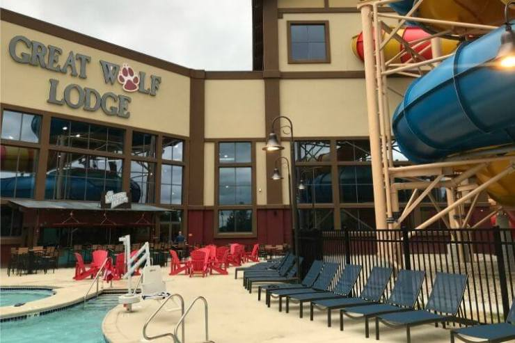 Great-Wolf-Lodge-Chicago-Outdoor-Pool-Kids-Are-A-Trip