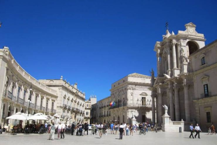 Piazza-Duomo-Siracusa-Sicily-with-Kids-Kids-Are-A-Trip