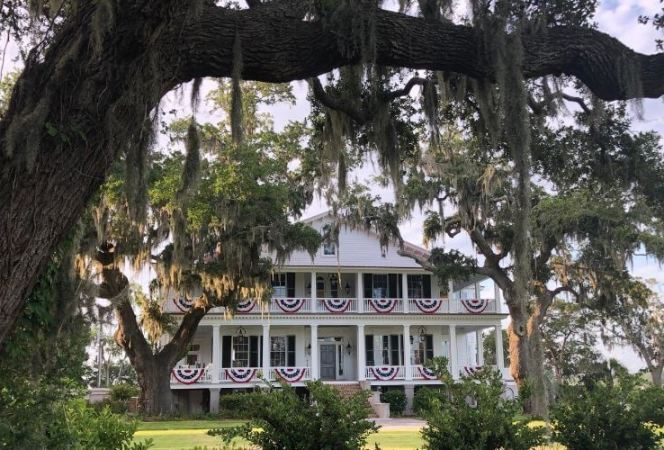 We are sharing our tips on the best things to do in Beaufort, SC. These are our favorite places to eat, stay, & play in SC's second oldest city. - Kids Are A Trip