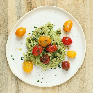 kids eat by shanai linguini with chicken avocado pesto and crushed tomatoes