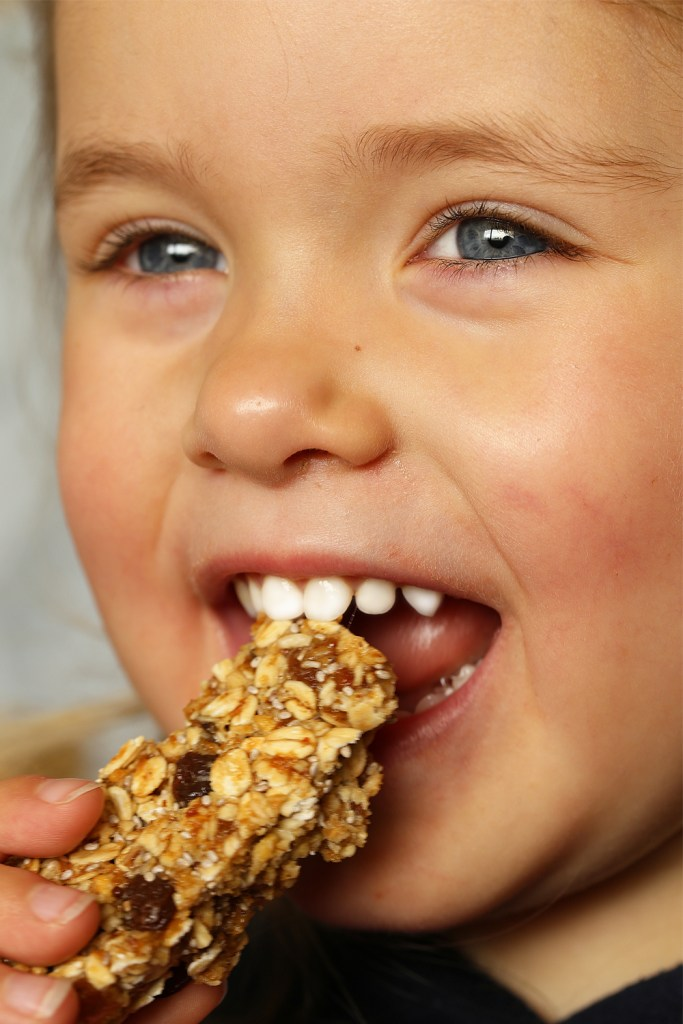 Apple Sultana Muesli Bars by Kids Eat by Shanai a kid approved snack