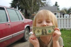 Kid_kissing_dollar