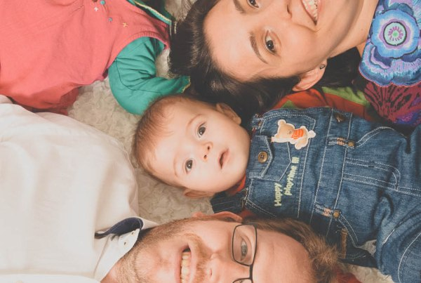 Fotografía infantil de estudio, fotógrafo de bebes mellizos.