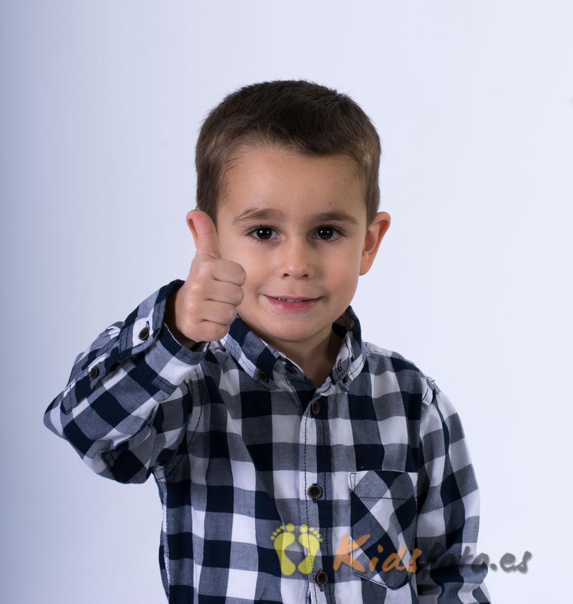 kidsfoto.es Sesión fotográfica de niños en estudio.-Fotografía Infantil.