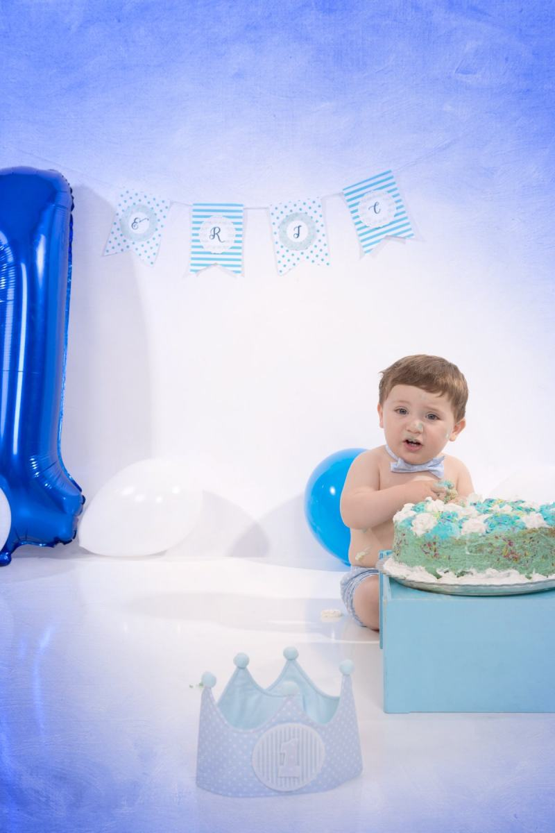 kidsfoto.es Sesión bebé Smash Cake, fotografía 1 año en estudio en Zaragoza