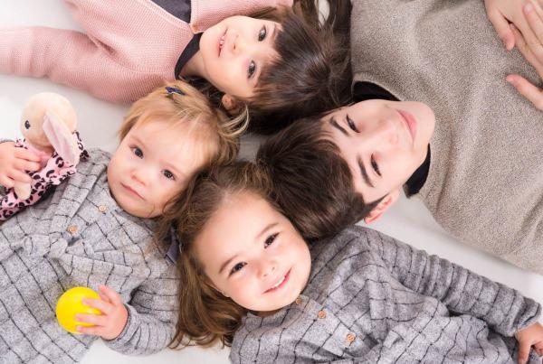 Sesión fotografía familiar, reportaje familiar en Zaragoza