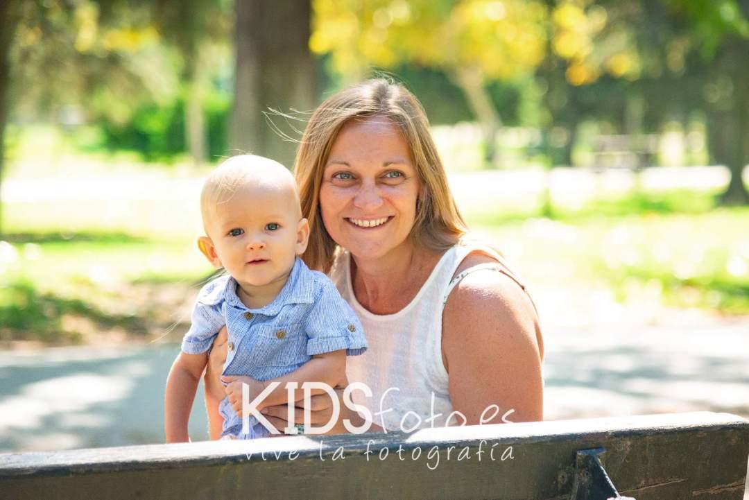 kidsfoto.es Fotografía hermanos. Fotos de niños con papás. Fotografía niños en Zaragoza