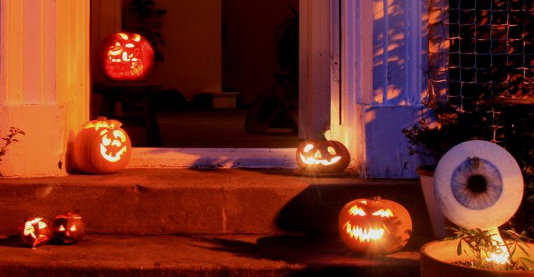 Image of .pumpkins-on-a-doorstep