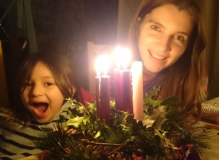 Image of woman-and-child-with-candle-lit-advent-wreath-close-up