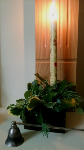 numbered-advent-candle-with-evergreen-decoration