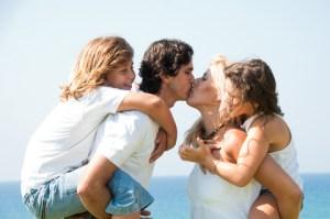 happy-couple-happy-kids-relationships
