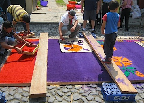 Starting to Assemble Alfombras- Kid World Citizen