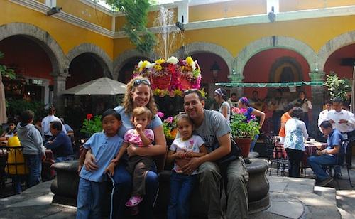 Family in Bazar Sabado- Kid World Citizen