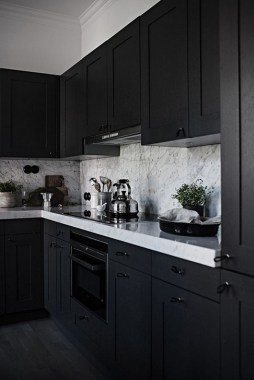 18 Black Kitchen Cabinets That You'll Swoon For 02