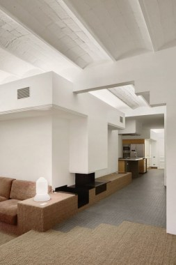 16 All White Ethereal House Is A Space Efficient Apartment In Rome 19